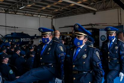 Policías de  Ciudad de México durante una guardia el día 11 de junio de 2021.