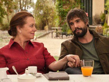 Los actores Gloria Muñoz y Unax Ugalde, en un capítulo de la nueva entrega de 'Gran reserva'.