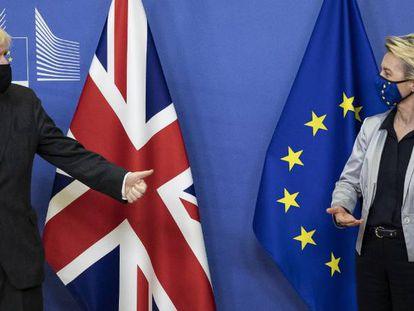 El primer ministro británico, Boris Johnson, y la presidenta de la Comisión Europea, Ursula von der Leyen, el miércoles en Bruselas.