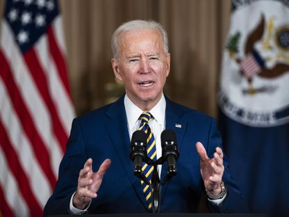 Washington (United States), 04/02/2021.- US President Joe Biden makes a foreign policy speech at the State Department in Washington, DC, USA, 04 February 2021. Biden announced that he is ending US support for the Saudi'Äôs offensive operations in Yemen. (Estados Unidos) EFE/EPA/JIM LO SCALZO