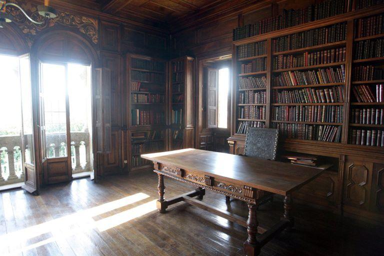 Biblioteca de Pardo Bazán en la Torre de la Quimera del Pazo de Meirás.