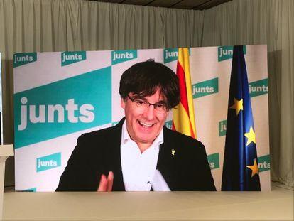 El expresidente de la Generalitat Carles Puigdemont participa, de manera telemática, en un mitin de Junts