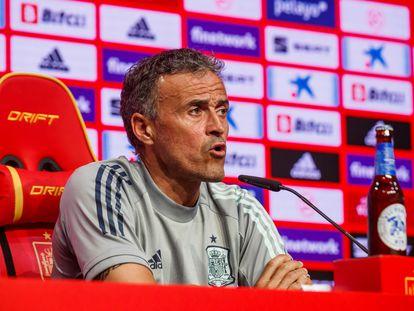 El seleccionador español Luis Enrique Martínez durante la rueda de prensa que ha ofrecido este jueves en la Ciudad Deportiva de Las Rozas, en Madrid.
