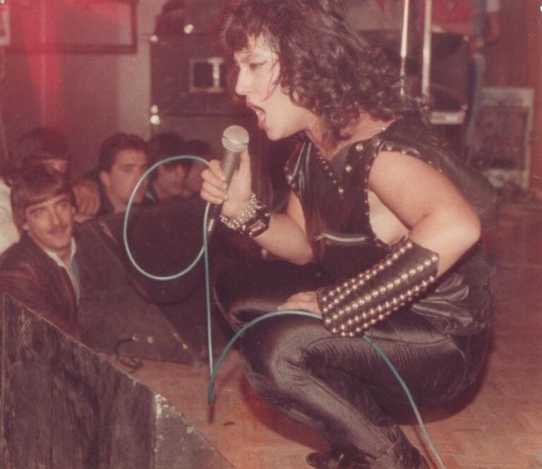 Actuación de Azucena en la cárcel madrileña de Caranbanchel en 1985. / Archivo Bernado Ballester