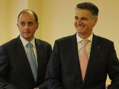 Aitor Otaola (izquierda) y Juan Ugarte, en la sede de la patronal alavesa en Vitoria.