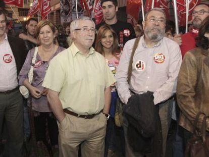 Los secretarios generales de CC OO, Ignacio Fernández Toxo y de UGT, Cándido Méndez, asisten en Madrid a la concentración contra la reforma laboral