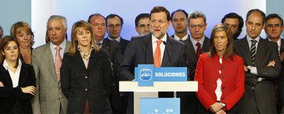 """Rajoy, rodeado de la dirección del PP, acusó a jueces, fiscales y policías de crear """"una trama"""" contra su partido, el 11 de febrero."""