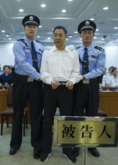 Bo Xilai, exsecretario del partido en la municipalidad de Chongqing y exmiembro del Politburó, en un momento de su juicio.