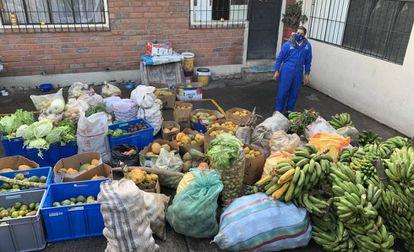 El prefecto Yaku Pérez ha encabezado varias actividades de trueque de productos básicos entre provincias durante la pandemia.