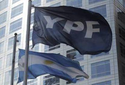El convenio le da a la empresa Bridas un período de exclusividad de 60 días para negociar los términos y condiciones finales por los cuales YPF cederá el 50 por ciento de su participación en las áreas Bajada de Añelo y Bandurria. EFE/Archivo