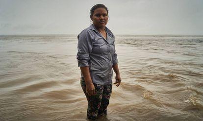 Lilia posa para un retrato en el río Amazonas. Pincha en la imagen para ver la fotogalería completa.