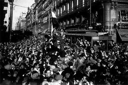 Proclamación de la II República, el 14 de abril de 1931, en la Puerta del Sol de Madrid.