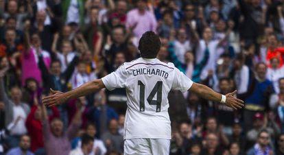 Chicharito celebra su gol ante el Eibar