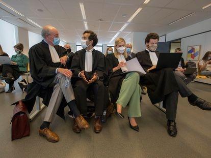 Los abogados de La Comisión Europea en el caso contra AstraZeneca el día del juicio en Bruselas.