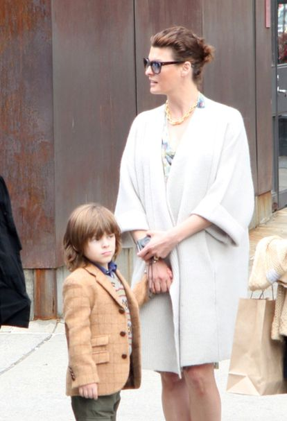 La modelo Linda Evangelista con Augustin James, el hijo que tuvo con François Henri-Pinault.
