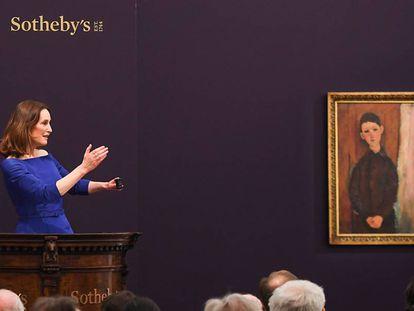 La presidenta de Sotheby's Europa, Helena Newman, durante la subasta.