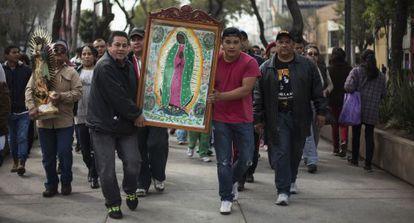 Peregrinos llegando a la Basílica de Guadalupe