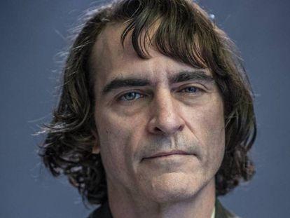 """""""Trabajé durante meses con un médico de confianza que me orientaba y se encargaba de controlar todo el proceso"""", asegura Joaquin Phoenix, que tuvo que seguir una dieta severa para meterse en la piel de Joker. En vídeo, todos los Joker, del peor al mejor."""
