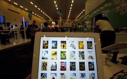 Un 'ebook' en la zona digital de la Feria Internacional del Libro de Guadalajara (México).