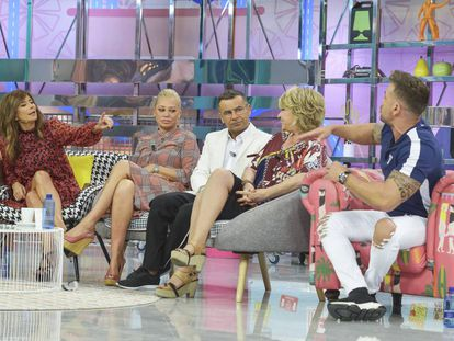 Desde la izquierda, Gema López, Belén Esteban, Jorge Javier Vázquez, Mila Ximénez y Rafa Mora, en 'Sálvame'.
