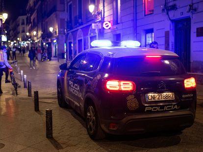 Un coche de la Policía Nacional, el 28 de marzo en Madrid.