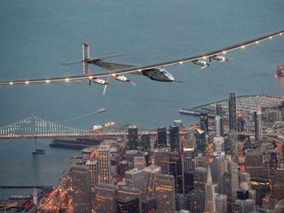 El avión propulsado por energía solar completa una nueva etapa en su intento de dar la vuelta al mundo