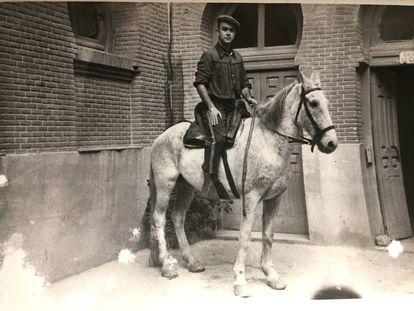 Antonio Álvarez Barrios, monosabio en Las Ventas, en una foto sin fecha de la década de los años cincuenta.
