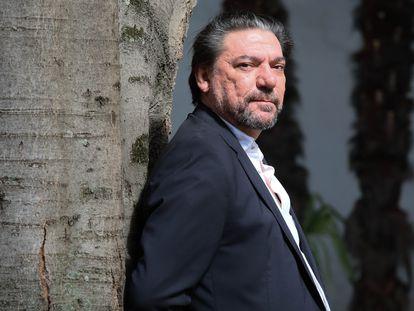 El nuevo presidente de la SGAE, Antonio Onetti, en los jardines de su domicili, este viernes.