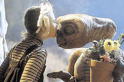 """El """"Mi casa... Teléfono"""", de E.T., el extraterrestre, fue derrotado por el más discreto Gandhi."""