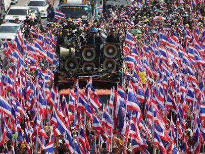 Manifestantes antigobierno en las calles de Bangkok.