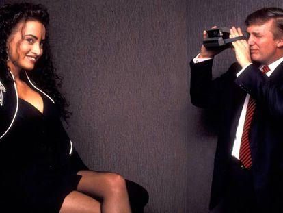 Trump asiste al 40º aniversario de la revista 'Playboy', celebrada en el hotel Park Hyatt de Nueva York en 1993.