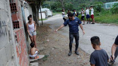 Lauren Caballero, candidato de Avanzada Progresista, en un barrio de La Guaira, Venezuela, el pasado 28 de noviembre.