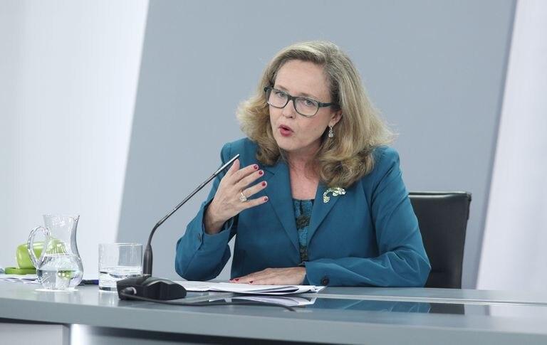 La vicepresidenta y ministra de Economía, Nadia Calviño, en una rueda de prensa tras el consejo de ministros en julio.