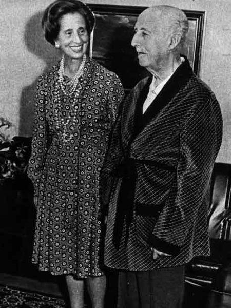 Francisco Franco, aún convaleciente, y su esposa, Carmen Polo.