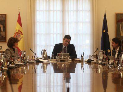 El presidente del Gobierno, Pedro Sánchez, preside el Consejo de Ministros del nuevo Ejecutivo, que se celebra en el Complejo de La Moncloa.