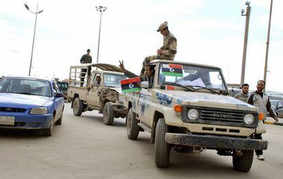 Miembros de las fuerzas de seguridad se unen a la revuelta en Bengasi