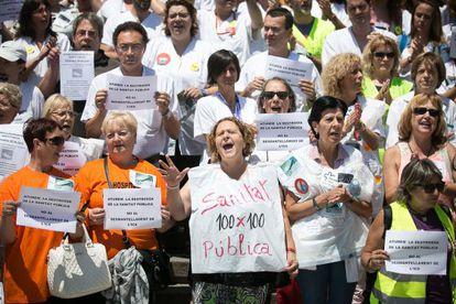 Concentración de trabajadores y usuarios del hospital de la Vall d' Hebron en defensa de la sanidad pública.