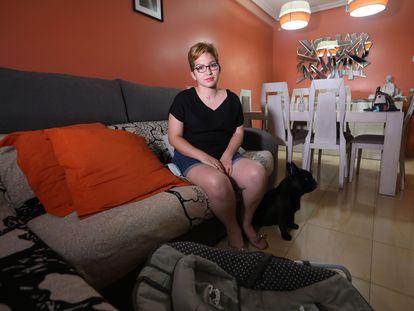Anshy Loaiza, de 24 años, en su casa en Madrid. Tras dar a luz, estuvo dos meses ingresada, uno de ellos en la UCI, por la covid-19.