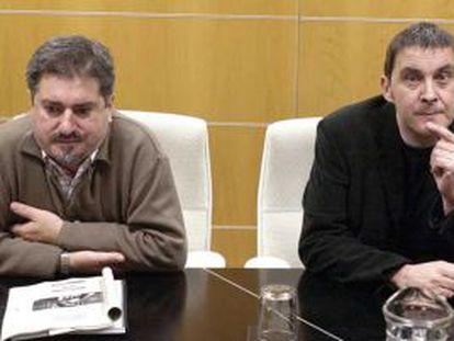 Jesús Eguiguren y Arnaldo Otegi, en 2004.