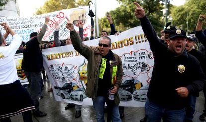 Un momento de la protesta por el paseo del Prado.