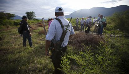 Guardias comunitarias y Policía de Guerrero buscan a los desaparecidos de Iguala.