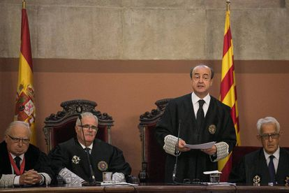 Jesús Barrientos (de pie), presidente del Tribunal Superior de Justicia de Cataluña, en una imagen de 2019.