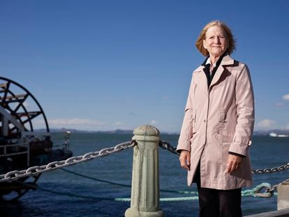Alison Weir, activista y periodista estadounidense, fotografiada en la bahía de San Francisco (California) el pasado 9 de junio.