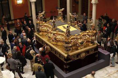 El paso del Gran Poder, propiedad de la hermandad, recién restaurado en el IAPH, en 2012 en Sevilla.