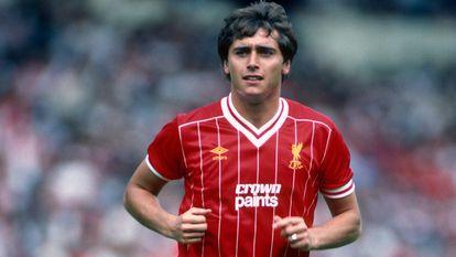 Michael Robinson con la camiseta del Liverpool en 1983.