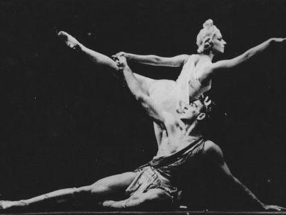 Alicia Alonso y André Eglevsky en 'Apolo Musageta', de George Balanchine.