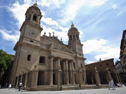 Vista principal de la catedral de Pamplona.