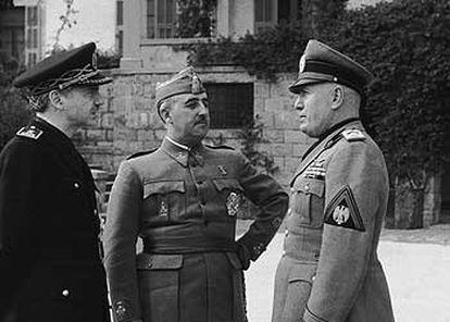 De izquierda a derecha, Serrano Súñer, Franco y Mussolini en Bordighera (Italia), en 1941.