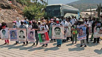 Familiares de los 43, en una marcha en Guerrero este año.