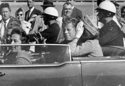 El presidente John F. Kennedy en Dallas poco antes de morir.